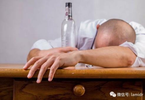 HIV阳性者更有可能有过心肌梗死、精神病诊断、吸烟,并且滥用酒精或非法药物的既往史