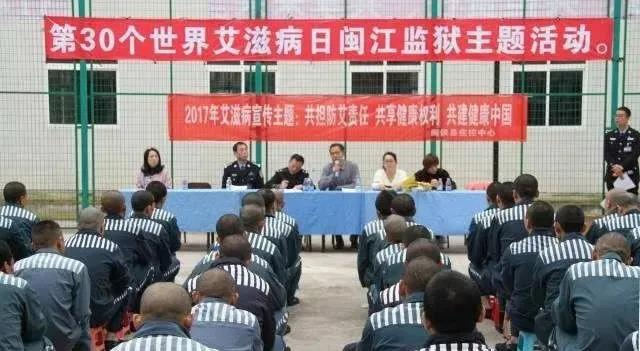 中华人民共和国公民在法律面前一律平等。国家尊重和保障人权。任何公民享有宪法和法律规定的权利,同时必须履行宪法和法律规定的义务